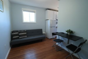 Airbnb Mia's Tiny House: Be Our Guest!
